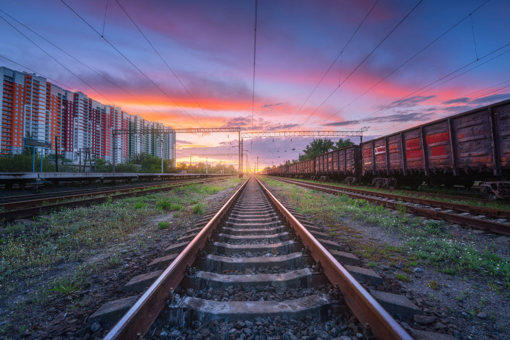 https://www.gragnani.it/wp-content/uploads/2021/07/railway-station-with-freight-trains-at-sunset-RLQCCUP.jpg